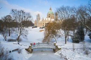 Luftbild Winter Blick auf das Neue Rathaus Hannover, Maschpark, Maschsee und Innenstadt am 09.02.2021 - Eine Freigabe ist durch die Pressestelle der Stadt Hannover, Herr Dennis Dix am 09.02.2021 erfolgt Maschpark, Ecke Willy-Brandt-Allee in Hannover / Niedersachsen / Deutschland am 09.02.21Ulrich Stamm Photography, HannoverPress - Business - Portraits - Events - Fairs- Editorial - Celebrity - Concerts - Aerial - Family - 360 Panoramic -Virtual ToursFoto ist honorarpflichtig - Persönlichkeitsrechte bei Veröffentlichung beachten - Nur redaktionelle Verwendung - Belegexemplar erbeten!KEINE TEILUNG ODER REPOST IN SOZIALEN MEDIEN OHNE LIZENZ UND SCHRIFTLICHE ERLAUBNIS!Photo is subject to fees-Observe personal rights when publishing - Only editorial use in the context of press and public relations - Copy requested!NO SHARING OR REPOST IN SOCIAL MEDIA WITHOUT LICENSE AND WRITTEN PERMISSION !Contact:  info@ulrich-stamm.com