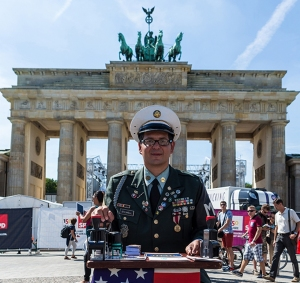 Soldat am Brandenburger Tor